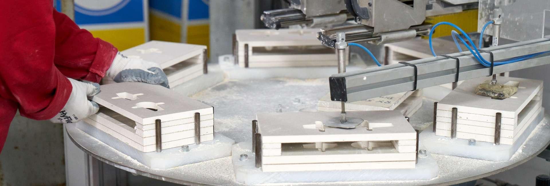 Vorkonfektionierung von Formteile und Plattenzuschnitten in Großserie