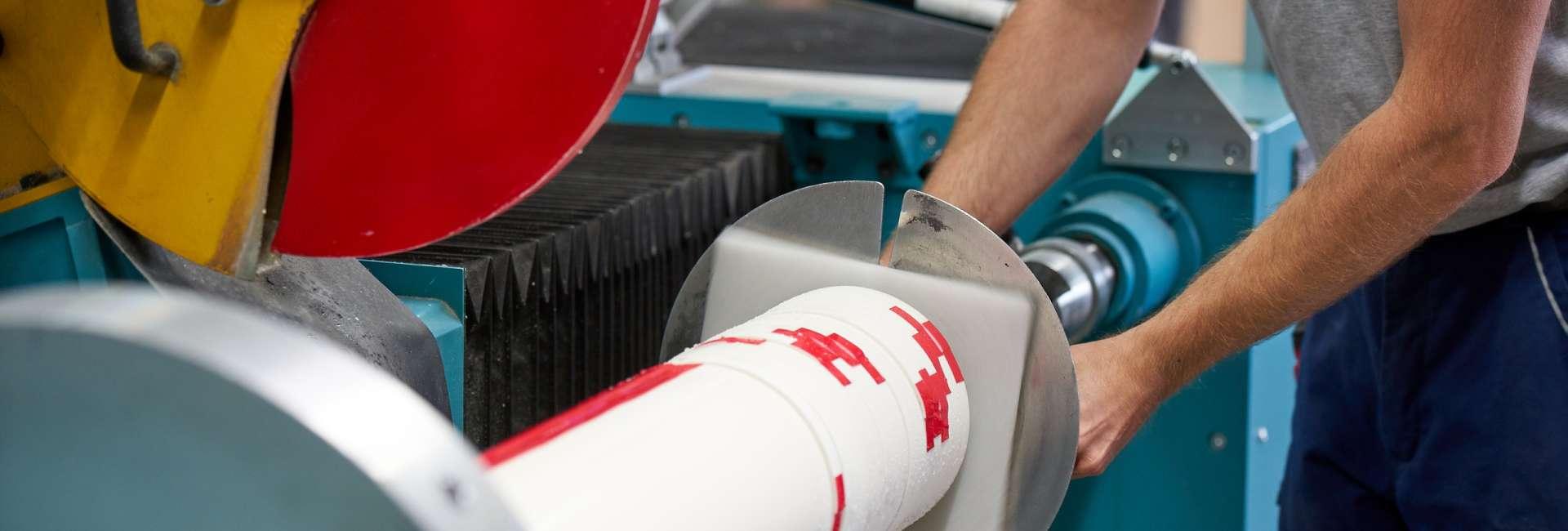 Brandschutzmaterialien werden nach kundenspezifischen Vorgaben zugeschnitten